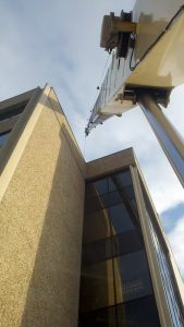 hohenshilt crane by building